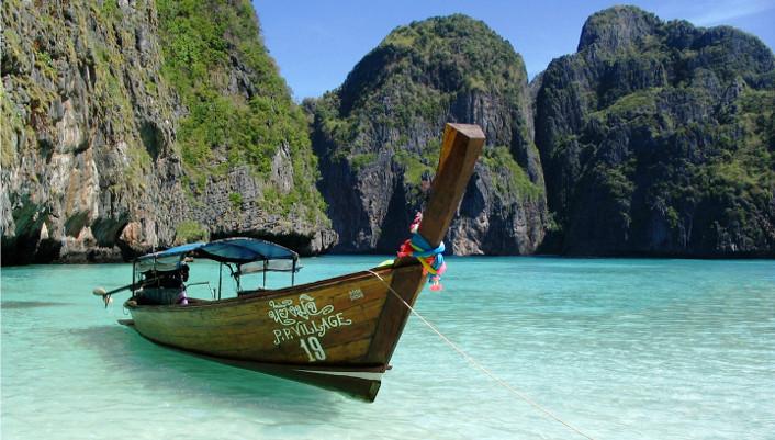 Baignées par la mer d'Andaman, les îles Phi Phi, Phi Phi Don et Phi Phi Ley, sont mondialement connues pour leurs plages de sable blanc, leurs falaises plongeant dans la mer, le magnifique bleu des eaux et la beauté des fonds marins. Découvrez Maya Bay, crique rocheuse presque invisible des bateaux de passage, un secret bien gardé des routards. C'est le cadre du fameux roman La Plage d'Alex Garland, adapté au cinéma par Danny Boyle avec Leonardo Di Caprio.  Découvrez la Thaïlande avec PartirZen Le Royaume de Thaïlande est un pays si riche et diversifié qu'il est parfois...